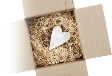 caja cartón con corazón